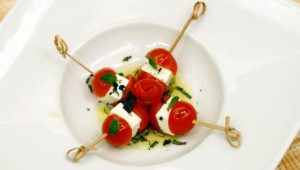 brochetas de tomates cherry y queso fresco